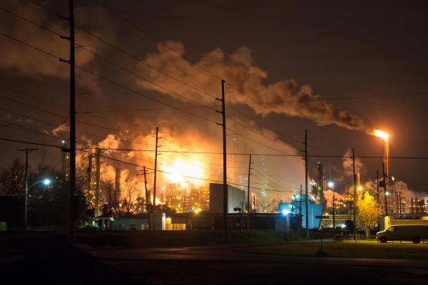photo of Over a Half-million Americans Live Near Oil Refineries With High Levels of a Cancer-causing Air Pollutant, Report Finds image