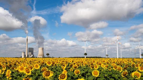 photo of IEA Warning: CO2 Emissions Will Keep Reaching 'All-Time High' if Rich Nations Keep Skimping on Clean Energy image